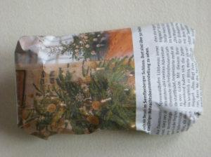 Geschenkverpackung aus Zeitungspapier